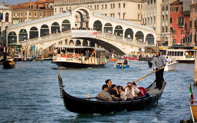 Туристы в Венеции. Иллюстративное фото.