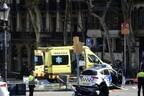 Теракт в Барселоне: фургон врезался в людей.