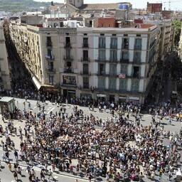 Barcelonas kogunes rahvas neljapäevase terrorirünnaku ohvreid mälestama.