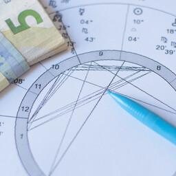 Eneseabi ja esoteerikaga tegelevatest ettevõtetest edukaimad teenivad aastas sadu eurosid kasumit.