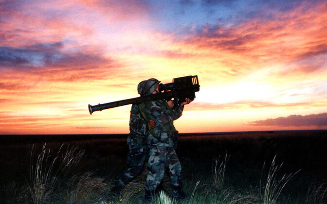 Солдат Латвии вооружат ракетами Stinger. Иллюстративное