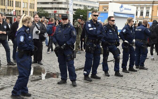 Полиция Финляндии на месте событий в Турку 19 августа.