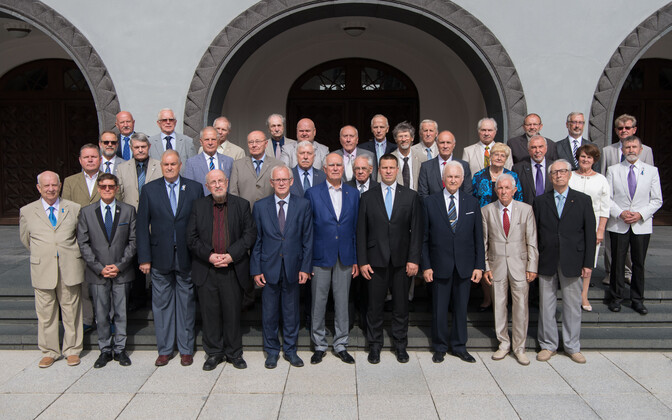 Jüri Ratas with the Club of 20th August, all the members of the Supreme Soviet of the Estonian SSR who voted in favor of independence on Aug. 20, 1991.