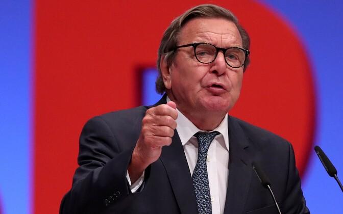 Gerhard Schröder pidamas kõnet Saksa sotsiaaldemokraatide üritusel käesoleva aasta juunis.