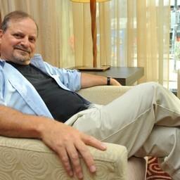 Александр Генис с 1977 года проживает в США.