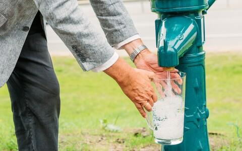 Участники церемонии открытия новой трассы могли лично убедиться в качестве питьевой воды.