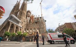 Politseinikud Barcelonas Sagrada Familia juures.