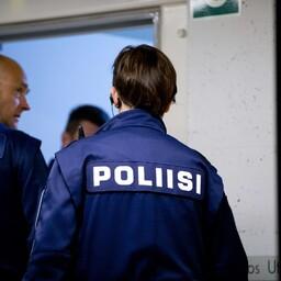 Soome politseinikud teisipäeval Turu kohtumajas.