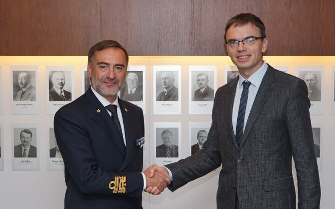 Mikser meeting Rear Adm. Credendino (left).