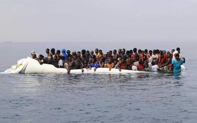Merehätta sattunud migrandid Liibüa ranniku lähistel.