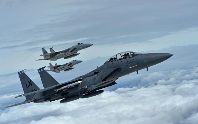 Hävituslennukid F-15 Eagle.