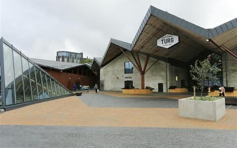Uue turu signatuur on siksakiline katusemaastik, mis lähtub vanade turuhoonete viilkatustest ning toetub kuueharulistele roostekarva metallpostidele.