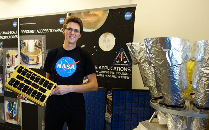 Andris Slavinskis oma NASA kontoris.