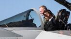 Ämarisse saabusid Briti hävitajad Eurofighter Typhoon ja relvajõudude minister Mark Lancaster.