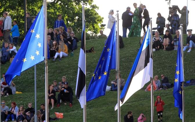 Eesti ja Euroopa Liidu lipud.
