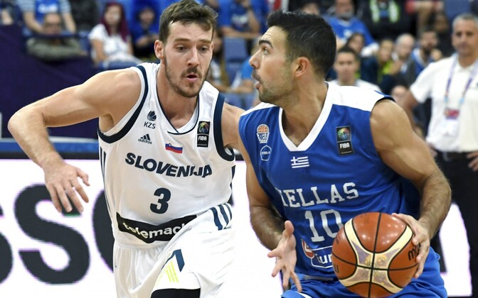 Goran Dragic (vasakul) Kostas Sloukase vastu