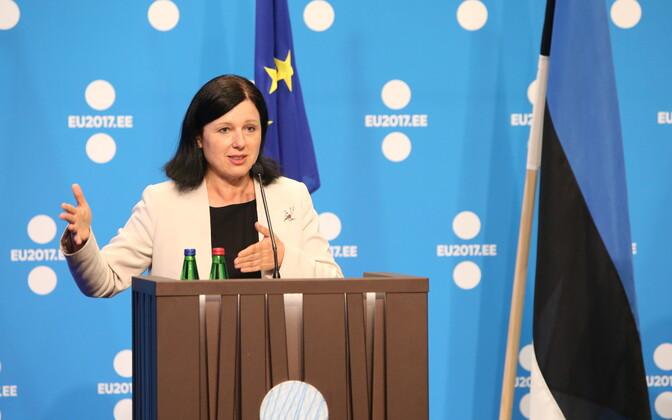 Комиссар ЕС по вопросам прав потребителей Вера Журова.