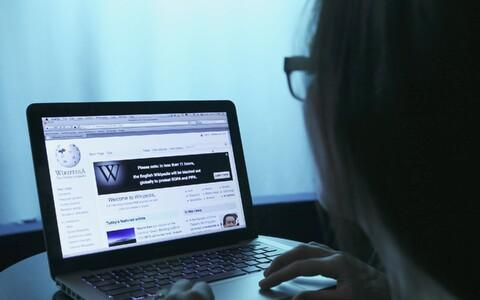 Teiste veebiplatvormide seas peaks ka näiteks Vikipeedia võtma kasutusele seiretetarkvara, et tuvastada võimalikud autoriõiguste rikkumised.