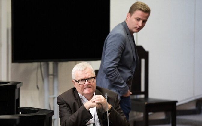 Savisaare kohtuistung 6. septembril. Edgar Savisaare selja taga tema abiline Marius Rosenblatt.
