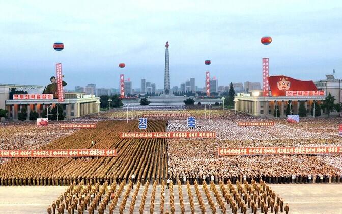 Pyongyangi elanikud tähistamas edukat tuumakatsetust.
