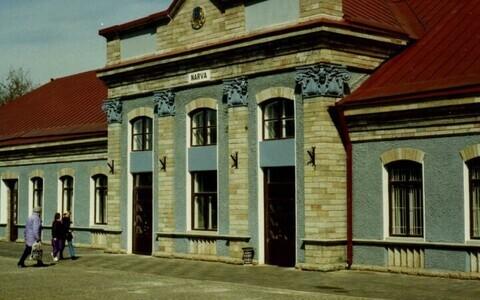 Здание вокзала - один из символов Нарвы.