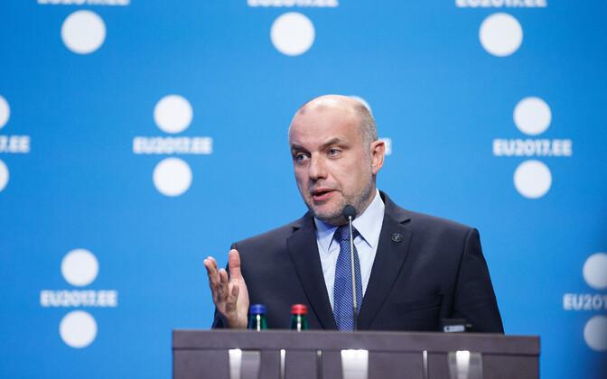 Defence Minister Jüri Luik (IRL).
