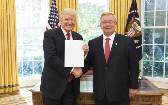 Лаури Лепик (справа) и Дональд Трамп.