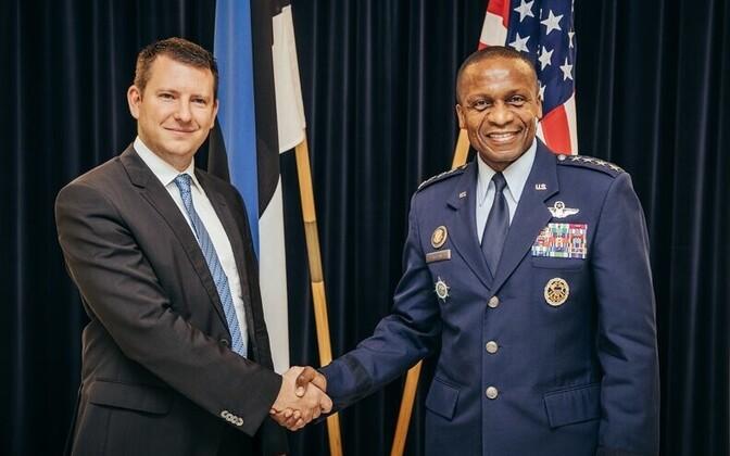 Jonatan Vseviov (left) meeting Gen. Darren W. McDew (right).