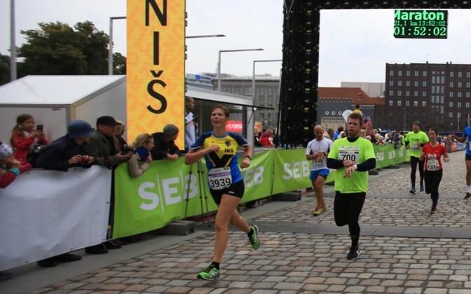 Керсти Кальюлайд финиширует на Таллиннском марафоне SEB.