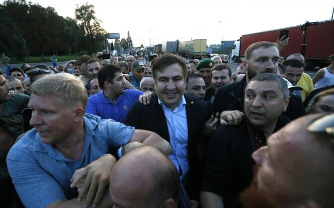 Saakašvili murdis toetajate abiga Ukrainasse.