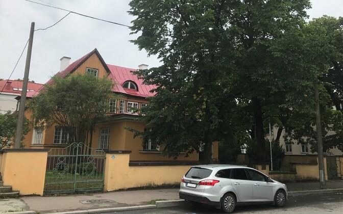 Vatikani saatkond Kadriorus aadressil Poska 47, kus asub tegutsema preestriseminar.