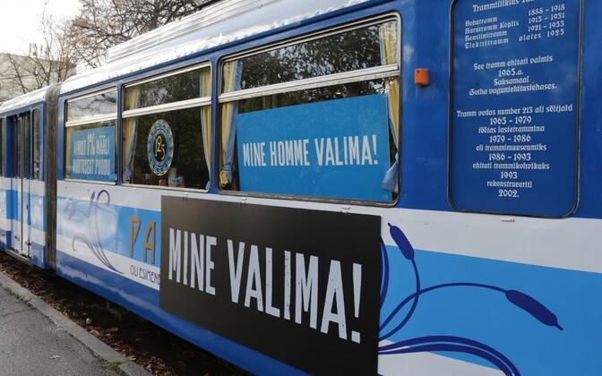 Valimistele agiteeriv tramm.