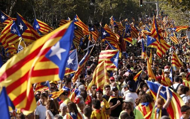 Флаги Каталонии в центре Барселоны.