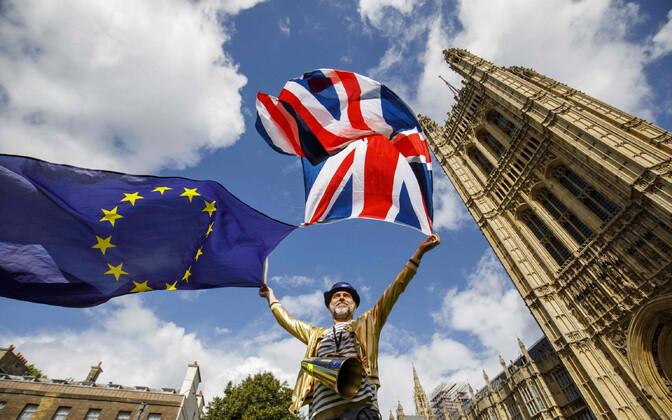 Protestija Briti parlamendi ees.