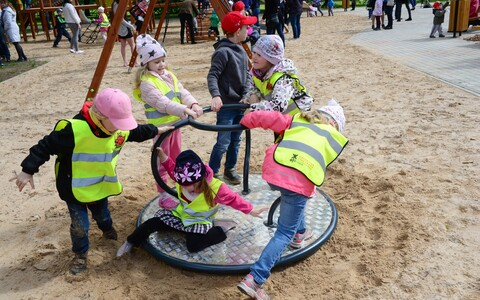 126 детских садов получат новые игровые площадки.