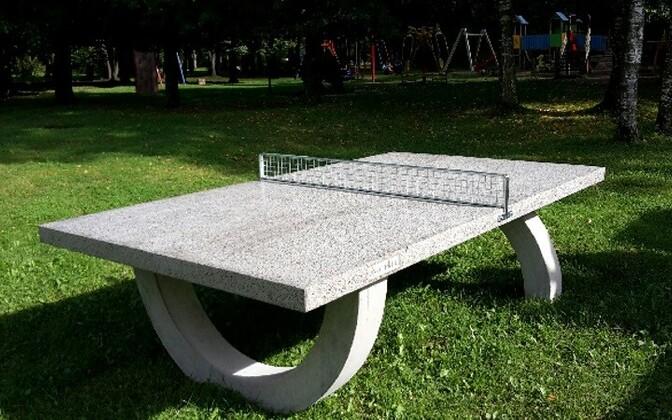 Играть в настольный теннис можно и на улицах Силламяэ.