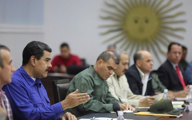 Venezuela president Nicolas Maduro kohtumisel ministritega.