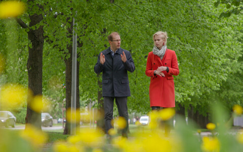 Eeva Esse koos professor Jarek Kurnitskiga arutamas magalarajoonide ehituse üle.
