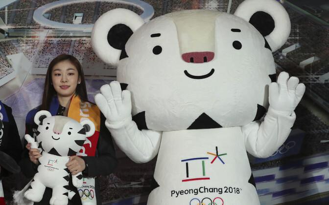 PyeongChangi olümpia üks saadikuist, iluuisutamise olümpiavõitja Yuna Kim ja olümpia ametlik maskott Soohorang.