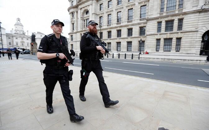 Уровень террористической угрозы в Великобритании после взрыва в метро был поднят с серьезного до критического