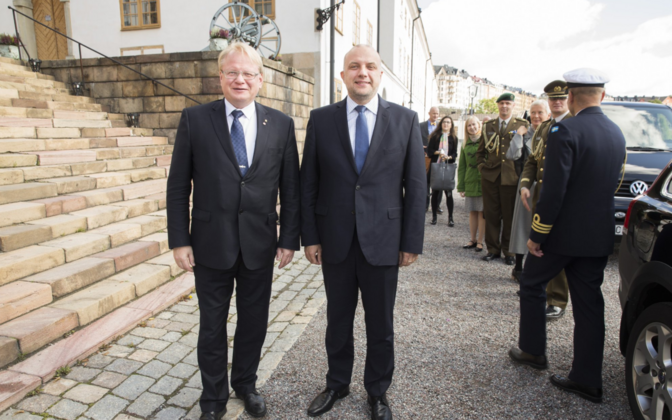Hultqvist and Estonian defense minister Jüri Luik in Stockholm, Sep. 15, 2017.
