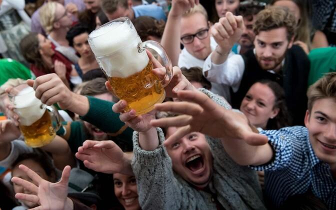 Октоберфест: вГермании стартовал известный пивной фестиваль