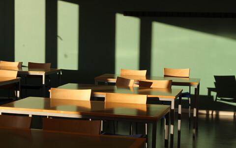 Koolide sisekliimast tulenevad mõjutused on väga sarnased büroohoonete sisekliima mõjudega.