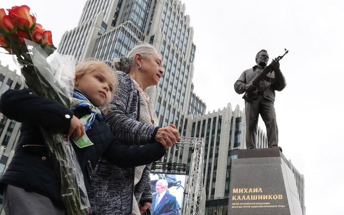 Mihhail Kalašnikovi monument Moskvas