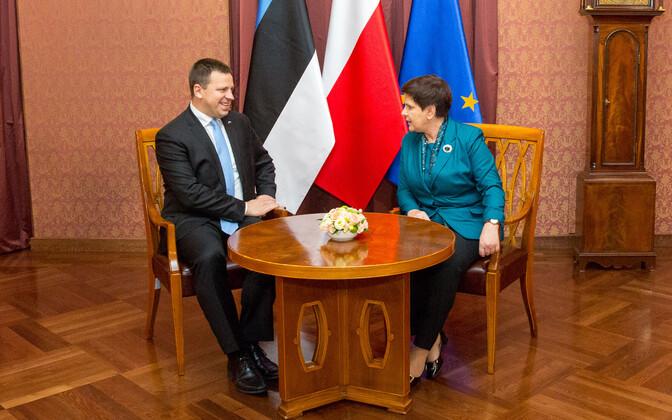 Prime Minister Jüri Ratas (Center) with Polish Prime Minister Beata Szydło in Warsaw on Tuesday. Sept. 19, 2017.
