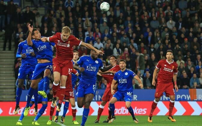 Ragnar Klavan (esiplaanil punases) liigakarikasarjas Leicester City vastu