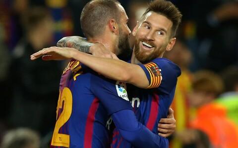 Lionel Messi koos Aleix Vidaliga väravat tähistamas.