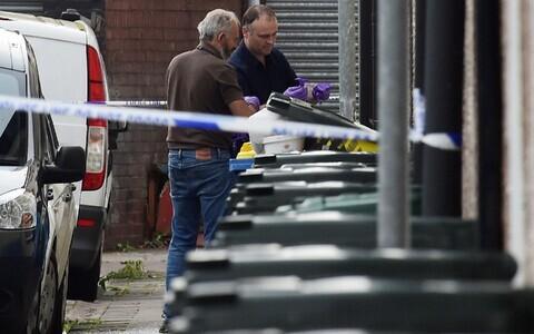 Kriminalistid uurivad pärast metroorünnakut prügikaste