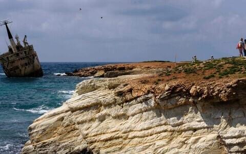 Пафос расположен в юго-западной части острова Кипр.