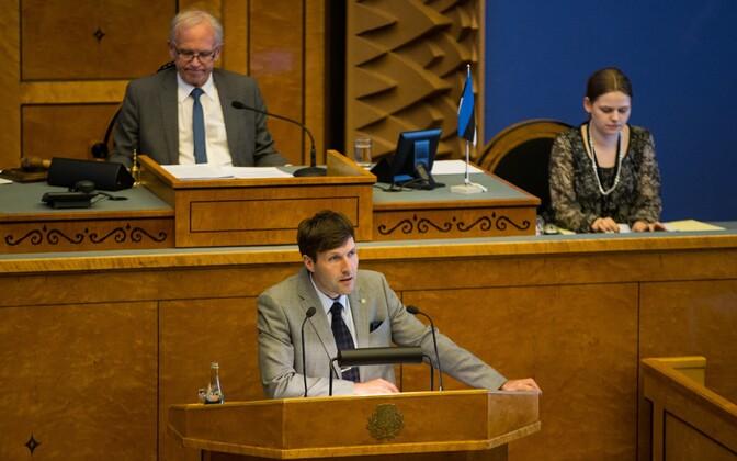 Eiki Nestor ja Martin Helme riigikogu saalis.